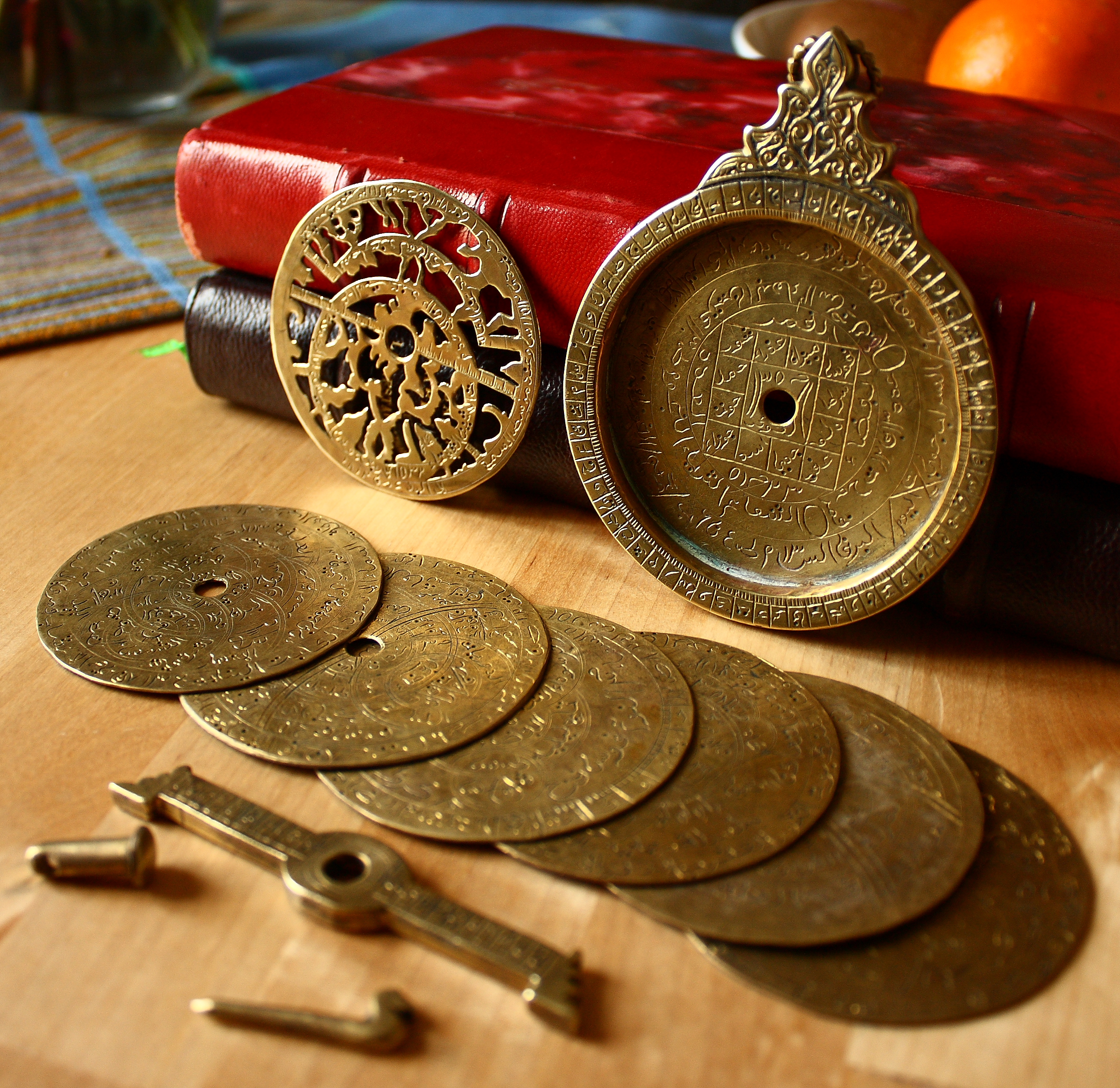 Astrolabe,_18th_century,_disassembled